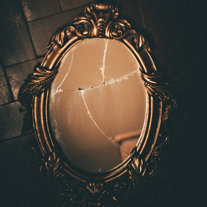 brass-framed-wall-mirror-3230126